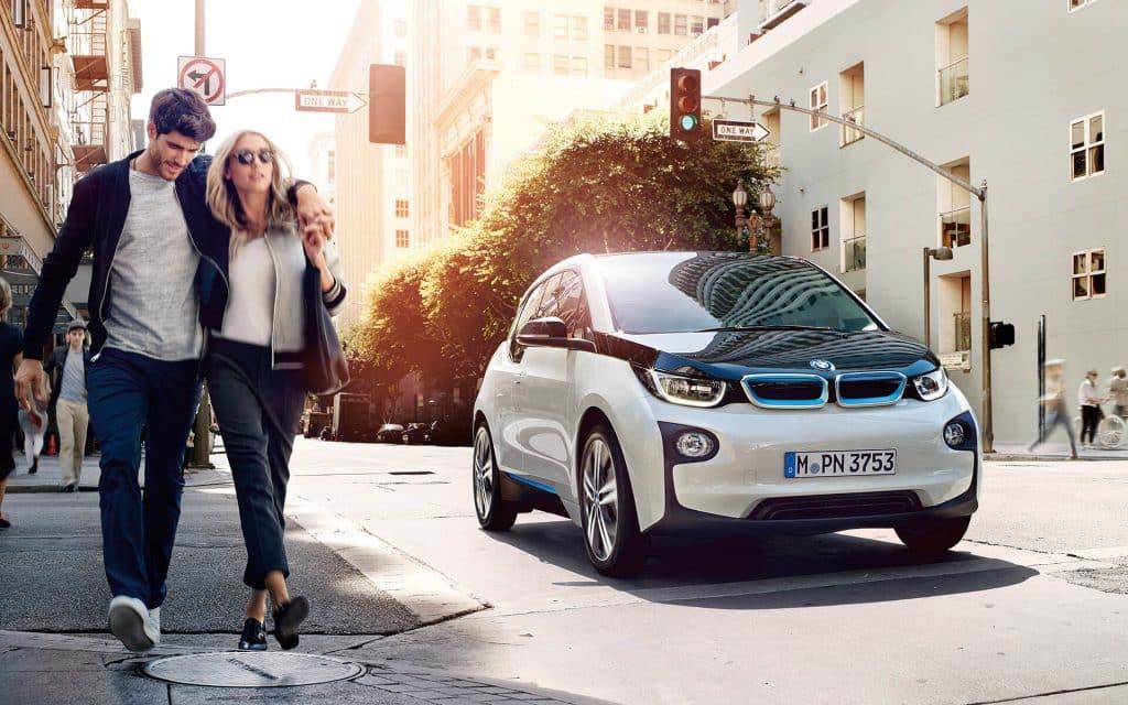 100%電気自動車のBMW i3。航続距離は最大で390kmを達成します。