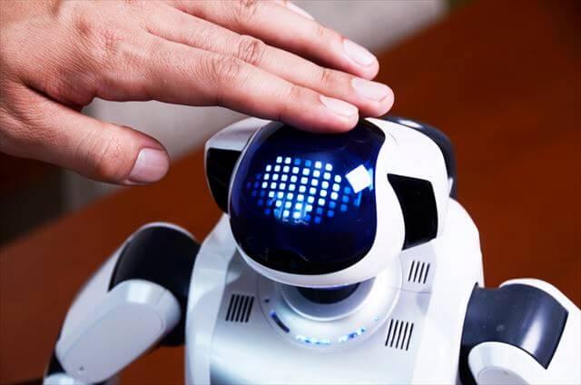 写真7: 介護施設で人気のAIロボット「パルロ」