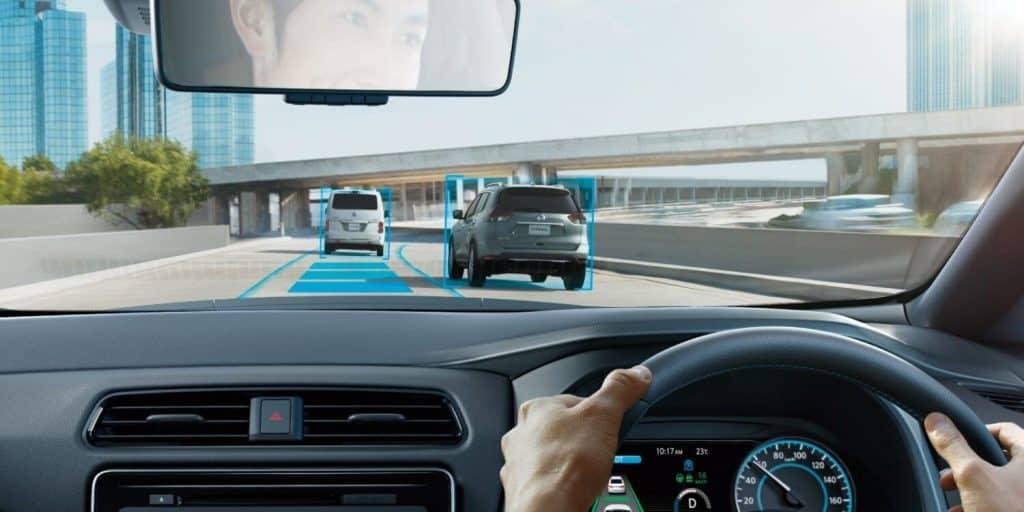最新型の電気自動車、日産リーフの自動運転イメージ