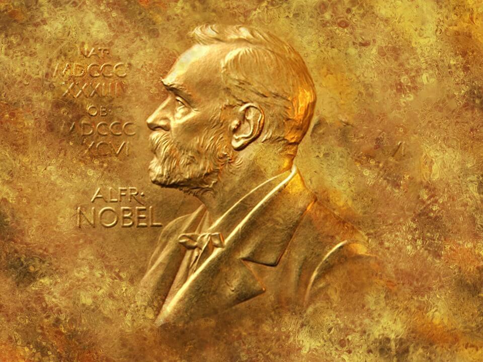 ダイナマイトの開発で巨万の富を築き、ノーベル賞を創設したアルフレッド・ノーベルの金のレリーフ。